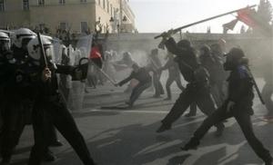 شباب يونانيين أثناء الاؘ?جاجات