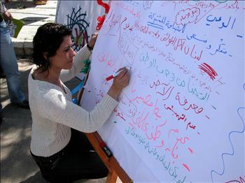 نشاطات ضد الحرب في النبطية الإثنين الماضي، في اليوم الثاني من رحلة البوسطة (عدنان طباجة)