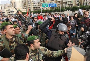 الأمن اللبناني يمارس الحريّة