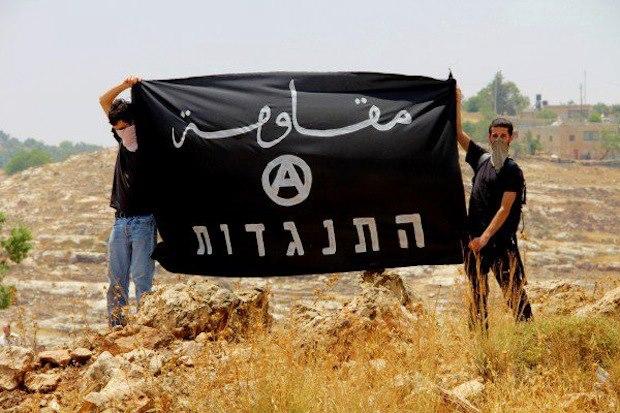 """من عمل احتجاجي لحركة """"لاسلطويون ضد الجدار"""" التي تتألف من اسرائيليين وفلسطينيين"""