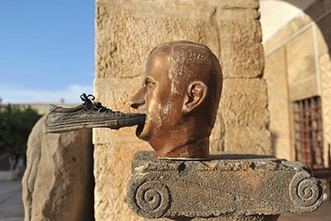 تمثال حافظ الأسد في معرة النعمان السورية
